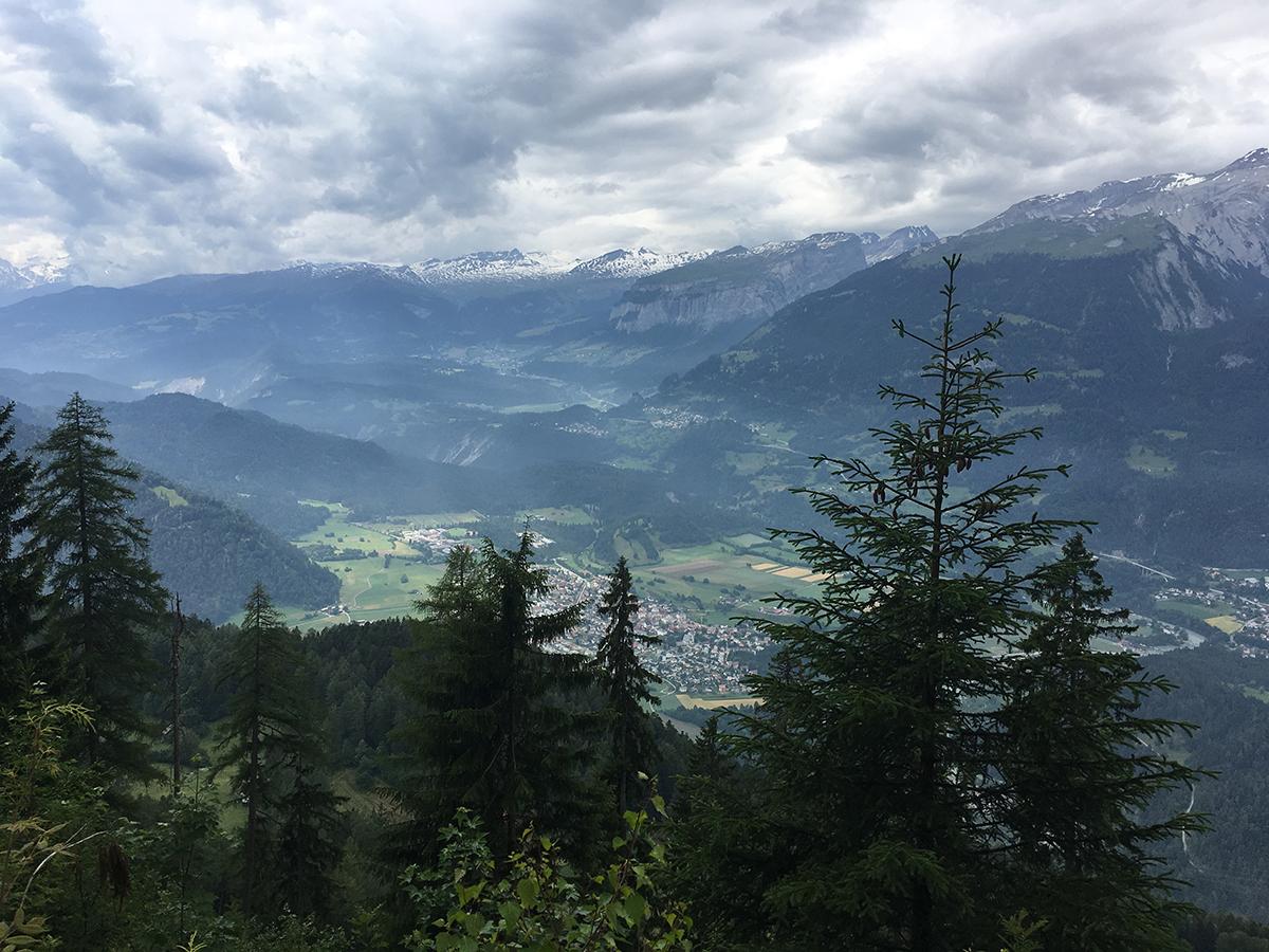 Blick ins Vorderrheintal Richtung Rheinschlucht / Trin / Flims